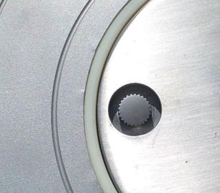 Sistema de apertura para pivotes semiautomáticos y extraibles